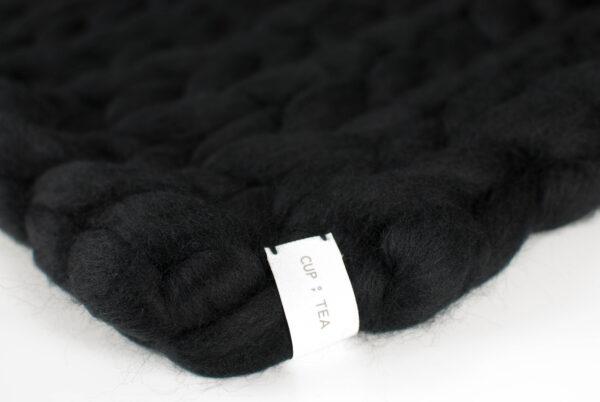 merino chunky knitted blanket black